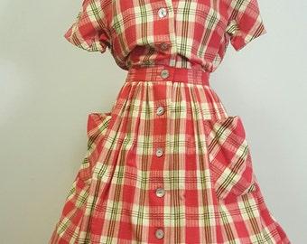 Vintage 1950s Cotton Day Dress. Plaid Seersucker. Pockets. Full Skirt. Medium to Med Large