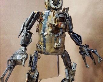 Assemblage scavenger droid