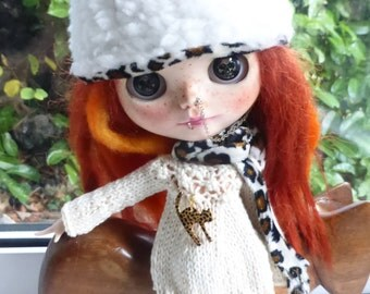Blythe Snuggly Winter Jumper & Leopard  Hat  ( BD20416)