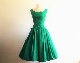 Vintage 50s emerald green iridescent satin party cocktail prom dress - 1950s full skirt bubble evening dress - small