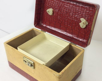 Vintage train case, vintage cosmetic case, small suitcase luggage