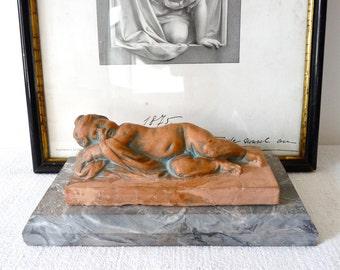 Bébé qui dort - Statuette Antique Français--romantiques Antiques - Statue Vintage Français