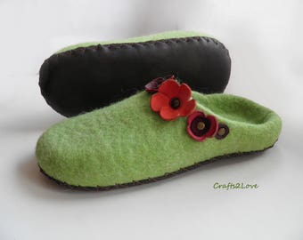 felted slippers with leather soles, felted slippers green, wool slippers, red flowers,  gift for mom, gift for aunt, eco wool slow fashion
