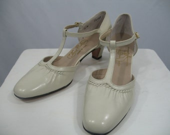 Vintage 1960s Deadstock Thos. Cort LTD. Bone Colored, Leather, 2 Inch Heel, Anklestrap/T Strap Shoes/Character Shoes Size 6