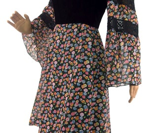 Beautiful 70s Floral Mini Dress With Flared Sleeves And Velvet Bodice