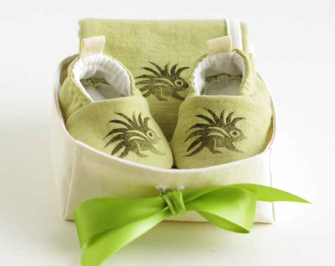 Organic Baby Gift Basket - Gender Neutral - with Green Baby Booties and Security Blanket / Newborn Organic Gift / Baby Shower Gift / Unisex