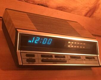 Sale ! Rare Blue LED General Electric Wood Grain Alarm Clock Am Fm Radio Tuner 1980s