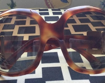 ROGER VIVIER SUNGLASSES vintage large brown frame gold tone buckle made in italy comes with black case
