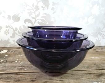 Purple Pyrex bowls, Amethyst, 3 piece nesting bowl set, glass, mixing, kitchen, baking