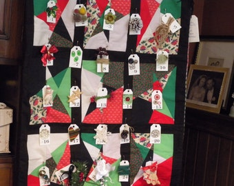 Handmade Advent Christmas Quilt Wall Hanging 25 Days of Sewing Notions & Vintage Christmas Themed Finds