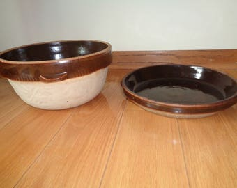 Antique Americana Rustic Chic Style Pottery Set, A great brown glazed bowl and pie pan that sits on top of each other in Very Good Condition