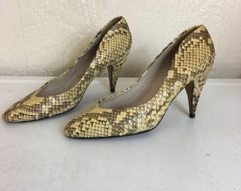 Vintage 80s Snakeskin Heels Pumps 6 1/2 AA Via Spiga made in Italy F157