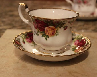 Royal Albert 1962 Old Country Roses Tea Cup Saucer Excellent!