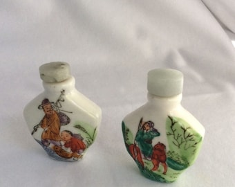 2 Vintage hand-painted porcelain snuff bottle with jade stone top, in gift box - Sale