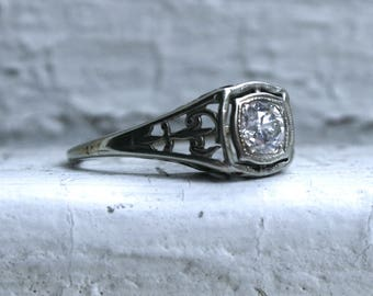Sweet Vintage 18K White Gold Diamond Solitaire Engagement Ring - 0.40ct