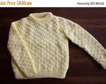 ON SALE Vintage handknit yellow sweater / textured pullover sweater jumper / child size 4 to 6