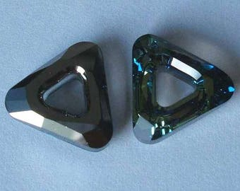 1 SWAROVSKI 4737 Triangle Frame 14mm BERMUDA BLUE