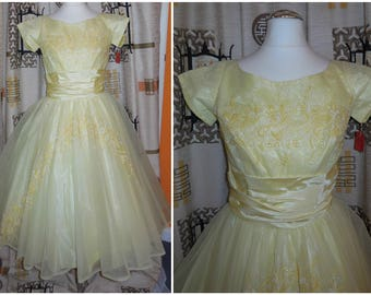 SALE Deadstock Vintage 1950s Dress Full Skirt Unworn Yellow Sheer Nylon Embroidery Amazing NWT Must See Rockabilly Prom Dance XS chest 34 in