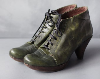 Vintage forest green leather grunge mid high wooden heel platform lace up ankle booties boots Size 39 8.5