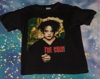 1996 The CURE Robert Smith Goth Rock T-Shirt Size L 90s Concert