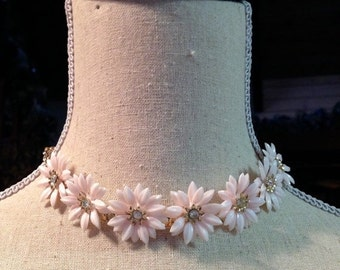 HOLIDAY SAVINGS Pink Pastel 50-60's Plastic Daisy Necklace