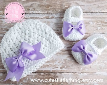 Baby Hat and Booties set, Crochet Baby Girl set, Newborn Set, Crochet Baby Girl Shoes, Girl Baptism set, Girl Christening set, Lavender Bow