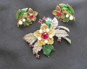 Avon Rich Christmas clip on earring and brooch set