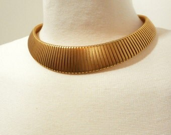 Vintage 1970s Gold Collar Necklace