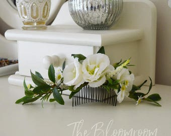 Classic hair comb / White flower comb / Greenery / Oversized comb / Long flower comb / Bridal hair fashion / Wedding hairpiece / Gift