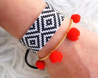 Kilim Bracelet - Bohemian Bracelet - Friendship Bracelet - Tribal Bracelet - Black & White beaded Bracelet - Diamond Pattern  Aztec Bracelet