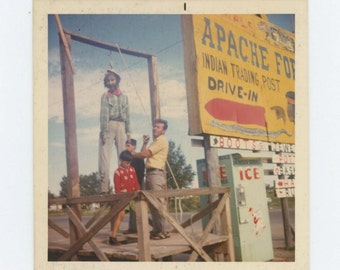 Vintage Snapshot Photo: Apache Fort Trading Post c1960s-70s (610513)