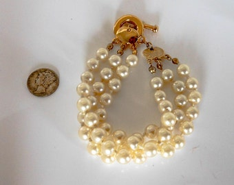 Vintage Gold Triple Strand Pearl Necklace   8 Inch