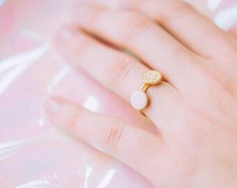 Bague GALLICA, médaillon et confetti de cuir, laiton doré à l'or fin 24 carats
