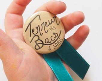 """Pinback Button 1.25"""", medal - Terreur des bacs à sable - Pin/Badge - Medal - by Princesse aux bidouilles"""
