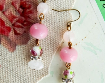 Upcycled shabby earrings / upcycled earrings / cottage chic / shabby chic / flower earrings / shabby jewelry / vintage beads