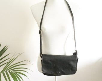 Black leather shoulderbag- needs to get fixed