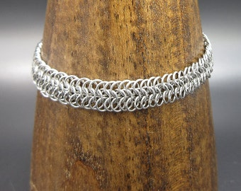 Micro stainless steel six in one chainmaille bracelet
