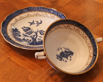 "Booths (England) ""Real Old Willow"" Pattern A8025 Classic Blue Willow Flat Cream Soup Cup and Saucer, Single Point Double-Handled Soup Cup"
