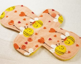 "Reusable Cloth Pad - 8"" (20cm) Light - Bee In Love Flannel"