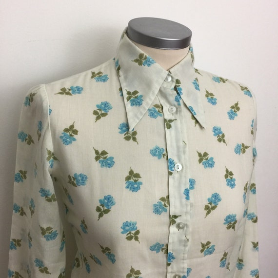 1970s blouse Mod shirt vintage rose print UK 8 Northern Soul top scooter girl dagger collar blue roses 70s hippy boho