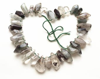 Natural green chorite crystal beads,rough gemstone,dagger pendants,irregular beads, semi precious, spikes and stitck, jewelry supplies J0042