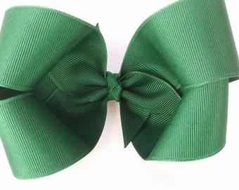 Hunter green hair bow, deep green bow, twisted boutique bow, green loopy bow, dark green grosgrain ribbon bow, girls hair bow, basic bow
