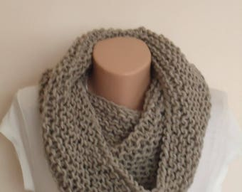 Taupe knite scarf / Knit scarf / knitted scarf/taupe scarf/  knit snood / taupe knit scarf / looseknit taupe snood/Beige knit infinity scarf