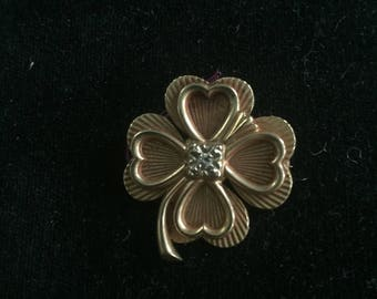 Four leaf clover pin,brooch in 14 kt with center diamond