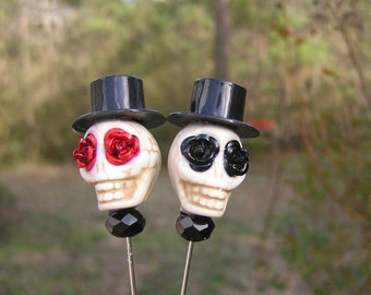 Day of the Dead Lapel Pin Groom Groomsmen Top Hat off white skull with red roses black roses Wedding Prom black crystal