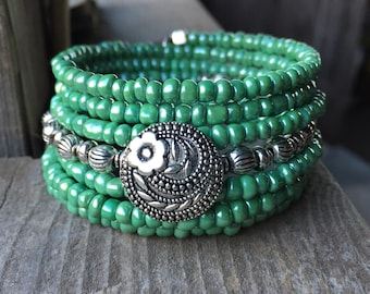 Queen Green Multi Strand Memory Wire Coil Bracelet With Decorative Flower Button