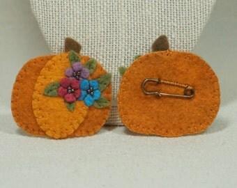 Felt Pumpkin Brooch Pin, Wool Felt Halloween Pumpkin Pin, Thanksgiving Brooch *Ready to Ship