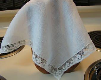Vinage white lace handkerchief, White lace trimmed hankie, Wedding handkerchief