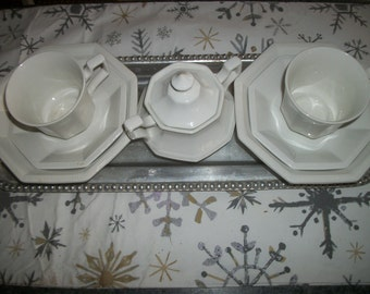 Vintage ironstone dishes, Heritage Johnson Brothers Made In England, 9 pieces, Off white, Octagonal