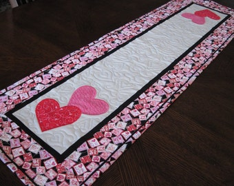 Hearts Valentine Quilted Table Runner   Red, Pink, Black, And Gray Valentine  Table